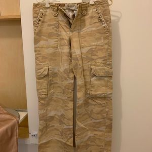 e221e0445ada2 Old Navy · Camo distressed vintage Old Navy pants